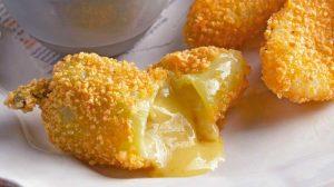 Chiles de agua rellenos de queso oaxaqueño